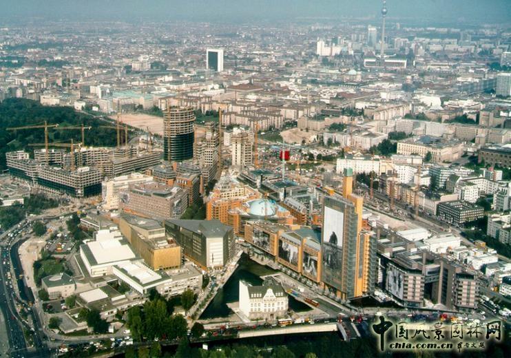 德国柏林波茨坦广场水景设计图片